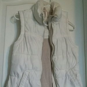 American Eagle Off White Puffer Vest size small
